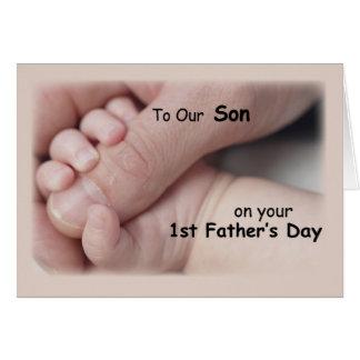 Hijo, el primer día de padre, mano en mano del tarjeta de felicitación
