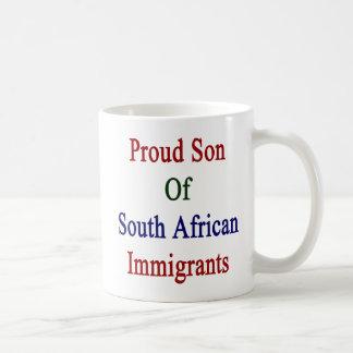 Hijo orgulloso de inmigrantes surafricanos taza de café
