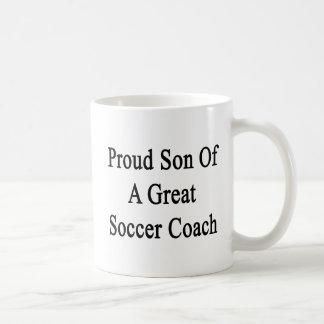 Hijo orgulloso de un gran coche del fútbol taza