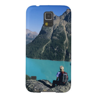 Hiker overlooking turquoise-colored Lake Galaxy S5 Case