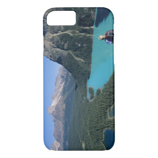 Hiker overlooking turquoise-colored Lake iPhone 8/7 Case