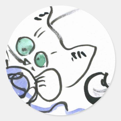 Hilado azul y gatito blanco pegatina redonda