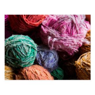 Hilado de lanas de Chiloe teñido con los tintes Tarjetas Postales