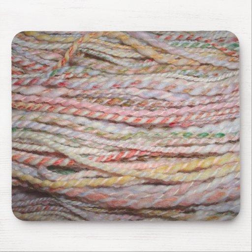 hilado merino en colores pastel mouse pads
