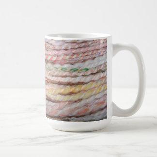 hilado merino en colores pastel taza de café