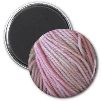 Hilado rosado imán redondo 5 cm