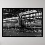 Hilandero del chica en una fábrica de algodón en R Impresiones