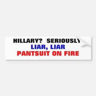 ¿Hillary? ¿Seriamente? Pantsuit del mentiroso del  Etiqueta De Parachoque