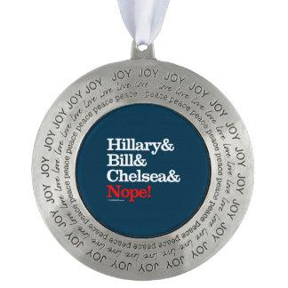 Hillary y Bill y Chelsea y Nope Adorno Redondo De Peltre