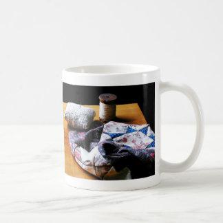 Hilo, acerico y paño taza