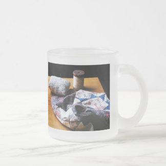 Hilo, acerico y paño taza de cristal