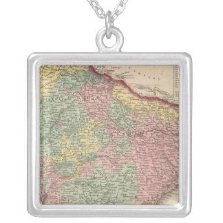 Hindoostan 2 square pendant necklace