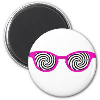 Hipnotice el borde magenta de las gafas de sol el  imán de frigorífico