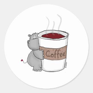 Hipopótamo con café pegatina redonda