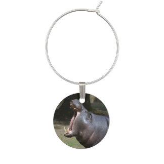 Hipopótamo con su boca abierta identificador de copa