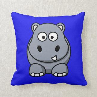 Hipopótamo en un fondo azul cojin