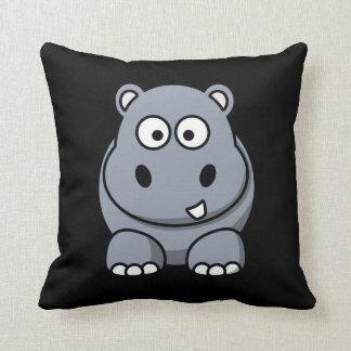Hipopótamo en un fondo negro almohadas
