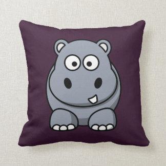 Hipopótamo en un fondo púrpura cojin