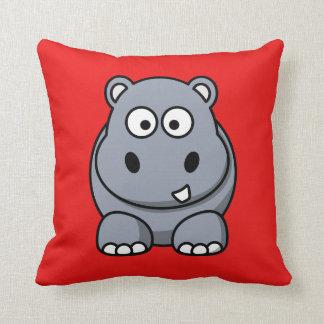 Hipopótamo en un fondo rojo cojin