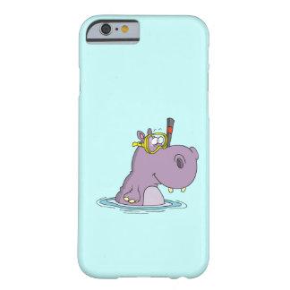 hipopótamo lindo divertido de la natación que funda para iPhone 6 barely there