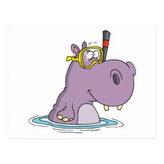 hipopótamo lindo divertido de la natación que postales