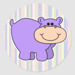hipopótamo púrpura del bebé con el fondo rayado pegatinas redondas