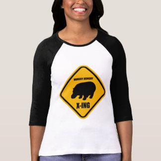 Hipopótamo que cruza la muestra de X-ing T Shirts