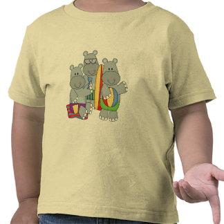 Hipopótamos en las camisetas y los regalos de la