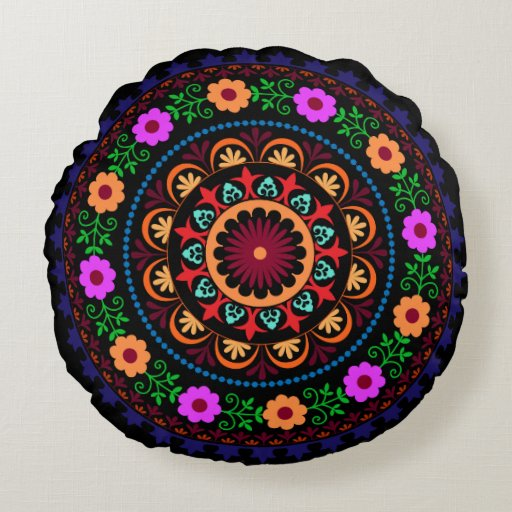 Hippie bohemian floral design round pillow
