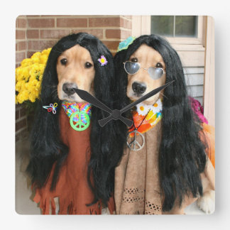 Hippie de Halloween del golden retriever Reloj Cuadrado