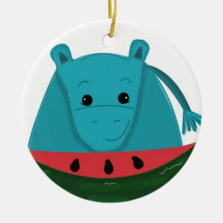 Hippopotamus con una rebanada de sandía adorno navideño redondo de cerámica