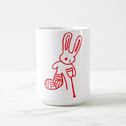 """""""Hirió la taza divertida del conejo/del conejito"""""""
