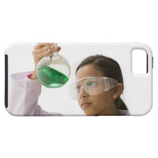 Hispanic girl looking at liquid in beaker iPhone SE/5/5s case
