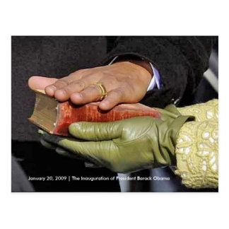 HISTORIA: Hand de presidente Obama en la biblia de Postales
