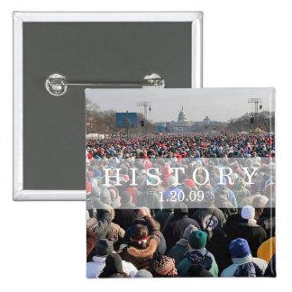 HISTORIA: Muchedumbre en la ceremonia de la inaugu Pin Cuadrada 5 Cm