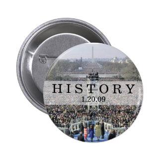HISTORIA: Muchedumbre en la ceremonia de la Pin Redondo De 2 Pulgadas