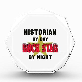Historiador por el día rockstar por noche
