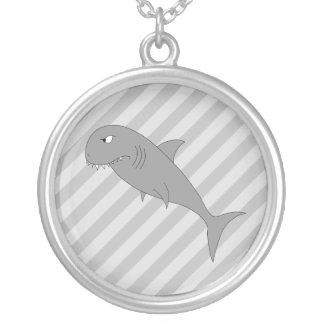 Historieta del tiburón colgante redondo