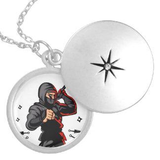 historieta negra del ninja pendientes