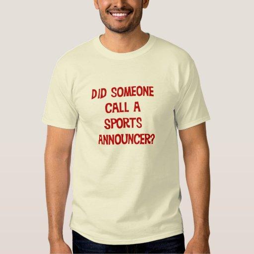 Hizo alguien llamada una camiseta del anunciador poleras
