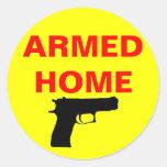 Hogar armado de la seguridad etiquetas redondas