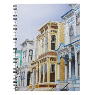 hogar colorido del Victorian en distrito de la mis Cuaderno