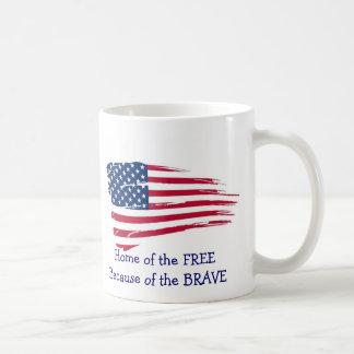 Hogar de la bandera ondulada libre taza