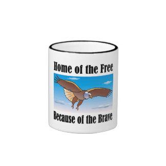 Hogar del libre debido a la taza valiente