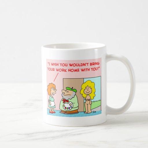 hogar desnudo del trabajo del artista con usted taza de café
