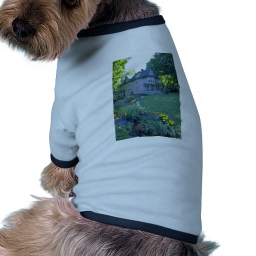 Hogar rojo en Upstate las flores de Nueva York Camiseta Con Mangas Para Perro