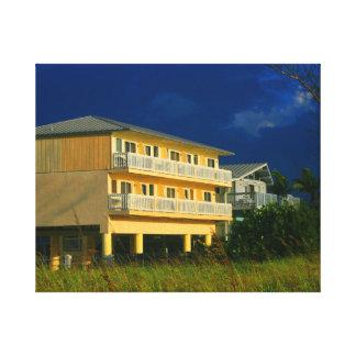hogares amarillos de la playa del edificio sentado impresión en lona estirada
