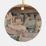 Hogares del acantilado adorno navideño redondo de cerámica
