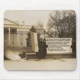 Hoguera del Suffragette de las mujeres en la C.C.  Tapetes De Ratones