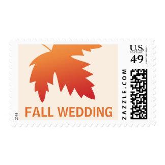 Hoja anaranjada roja del otoño de la caída en el sello